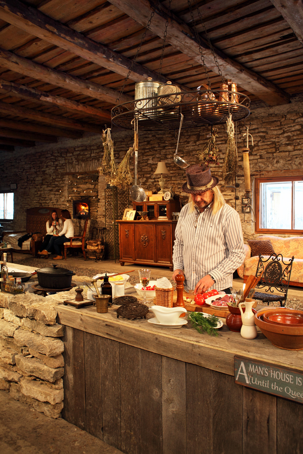 Lunch or dinner in the Barn room adjusted for theatre performances where different shows are performed in summer and autumn