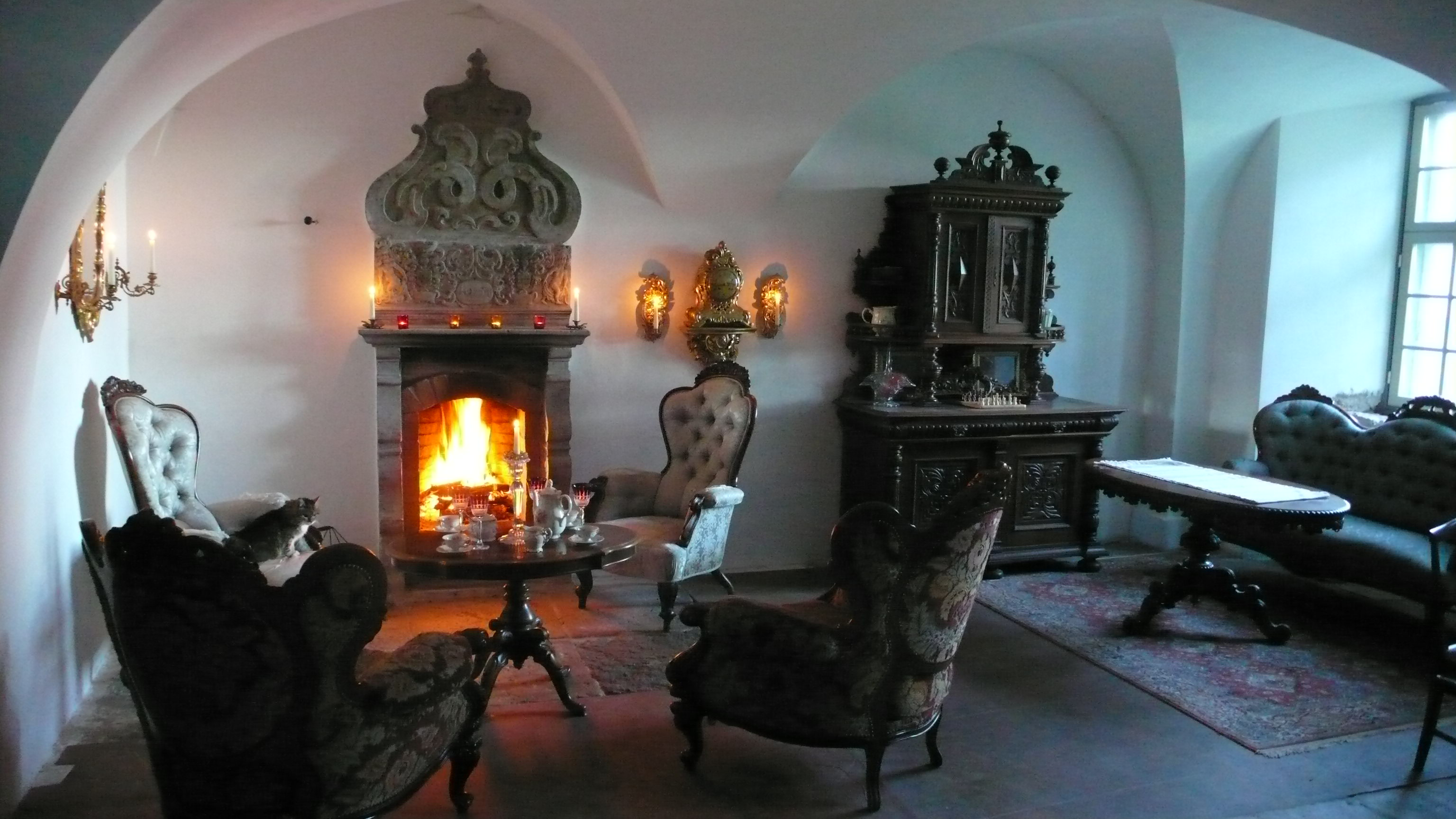 Lunch or dinner in the manor hall at a carved fire place. The overmantel dates back to 1654